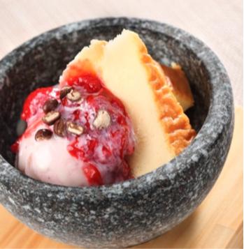 いちごと北海道練乳のストーンアイス