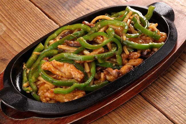 みやざき地頭鶏とちぐさピーマンの鶏白湯 青椒肉絲